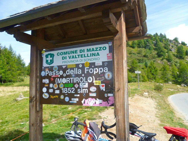 mortirolo bike climb pass sign