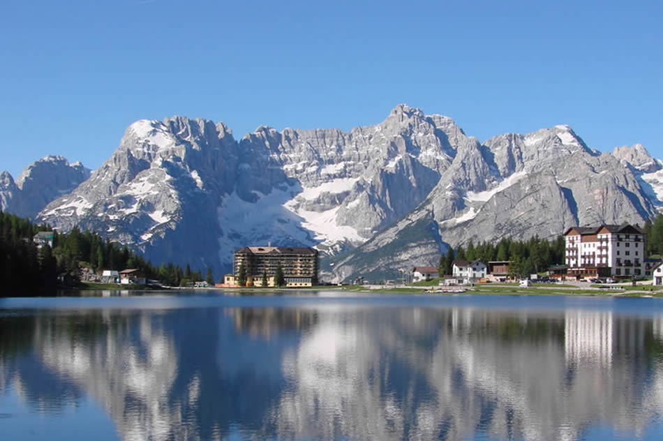 Lago Misurina Hiking the Mountains of Italy