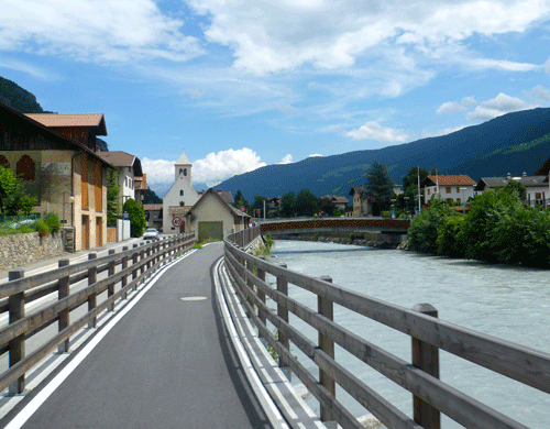 bike touring italy, val venosta bike path